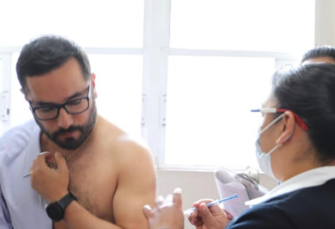 Victor Romo, alcalde de Miguel Hidalgo, llama a vacunarse contra la influenza