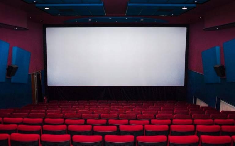 Cadena de cines apuesta a proyectar funciones para personas con discapacidades auditivas y visuales