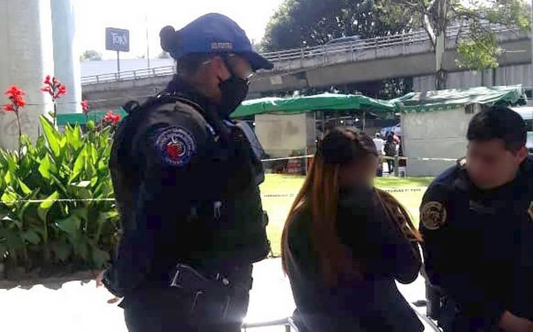 Policías evitan que una joven de 14 años se lance de un puente en Ciudad de México