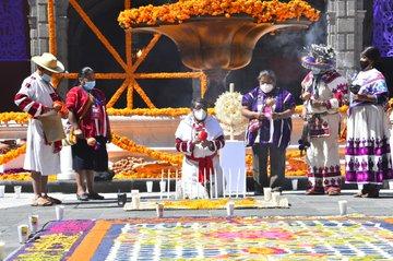 Con ritual wixárika y tseltal culmina la celebración del Día de Muertos en Palacio Nacional