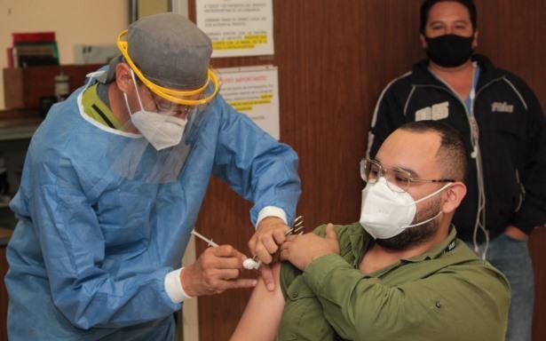 Se han aplicado más de 2.7 millones de vacunas y el IMSS avanza en la inmunización contra la influenza estacional