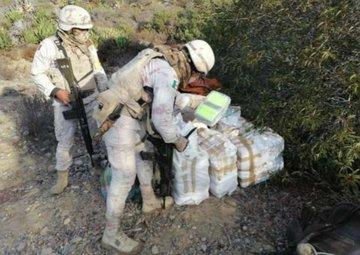 Ejército Mexicano asegura más de 290 kilogramos de posible metanfetamina en el estado de Baja California