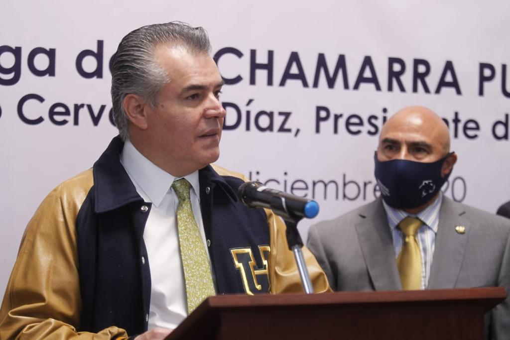 Entrega de la Chamarra PUMA 2020 a Francisco Cervantes Díaz, Presidente de la CONCAMIN