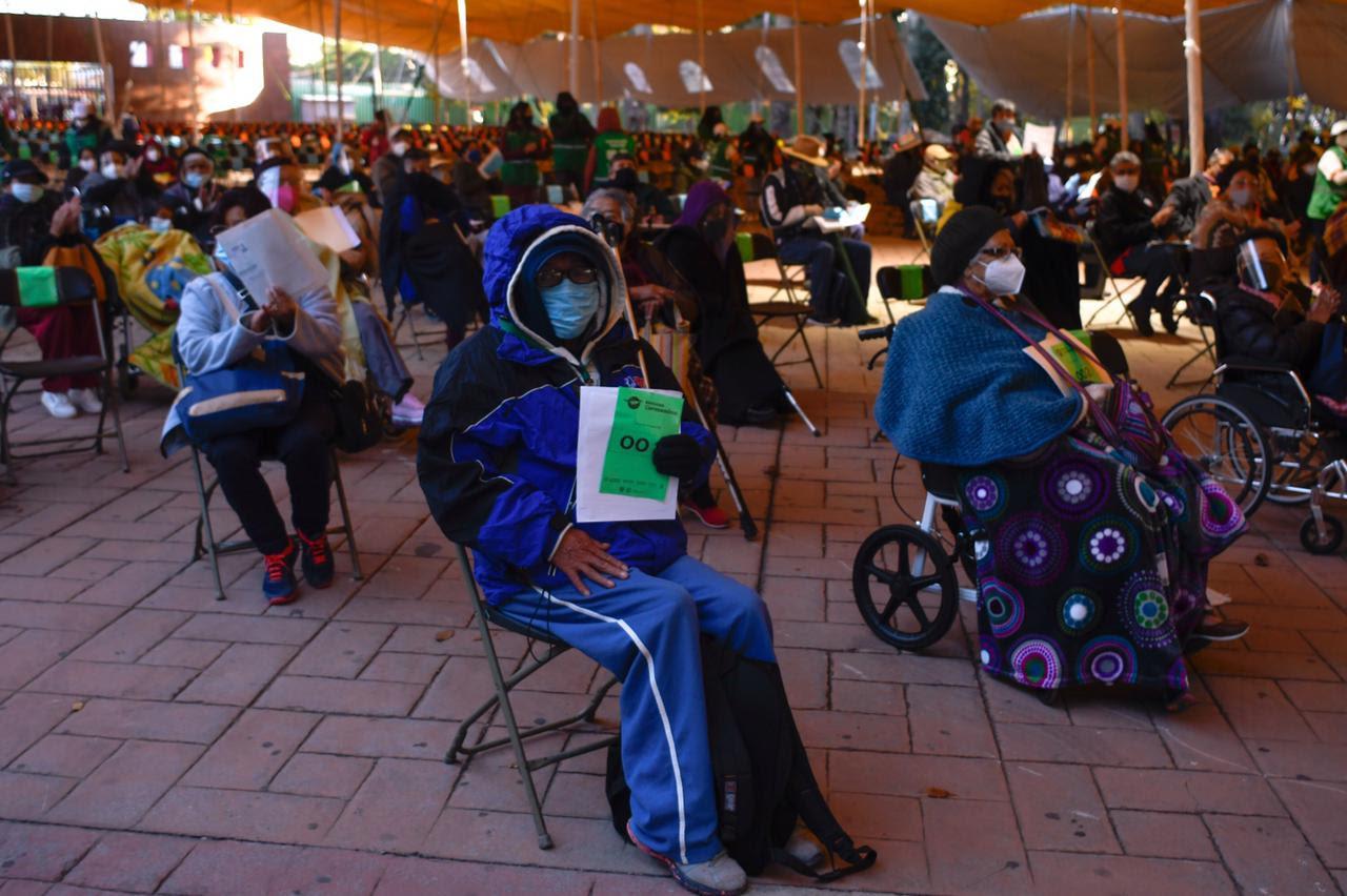 Llama Gobierno capitalino a personas adultas mayores de Iztacalco, Tláhuac y Xochimilco evitar aglomeraciones en vacunación