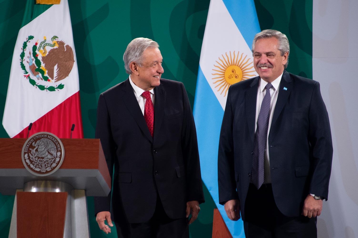 Presidente de Argentina visita la mañanera, apoya la postura de AMLO en contra del acaparamiento de vacunas