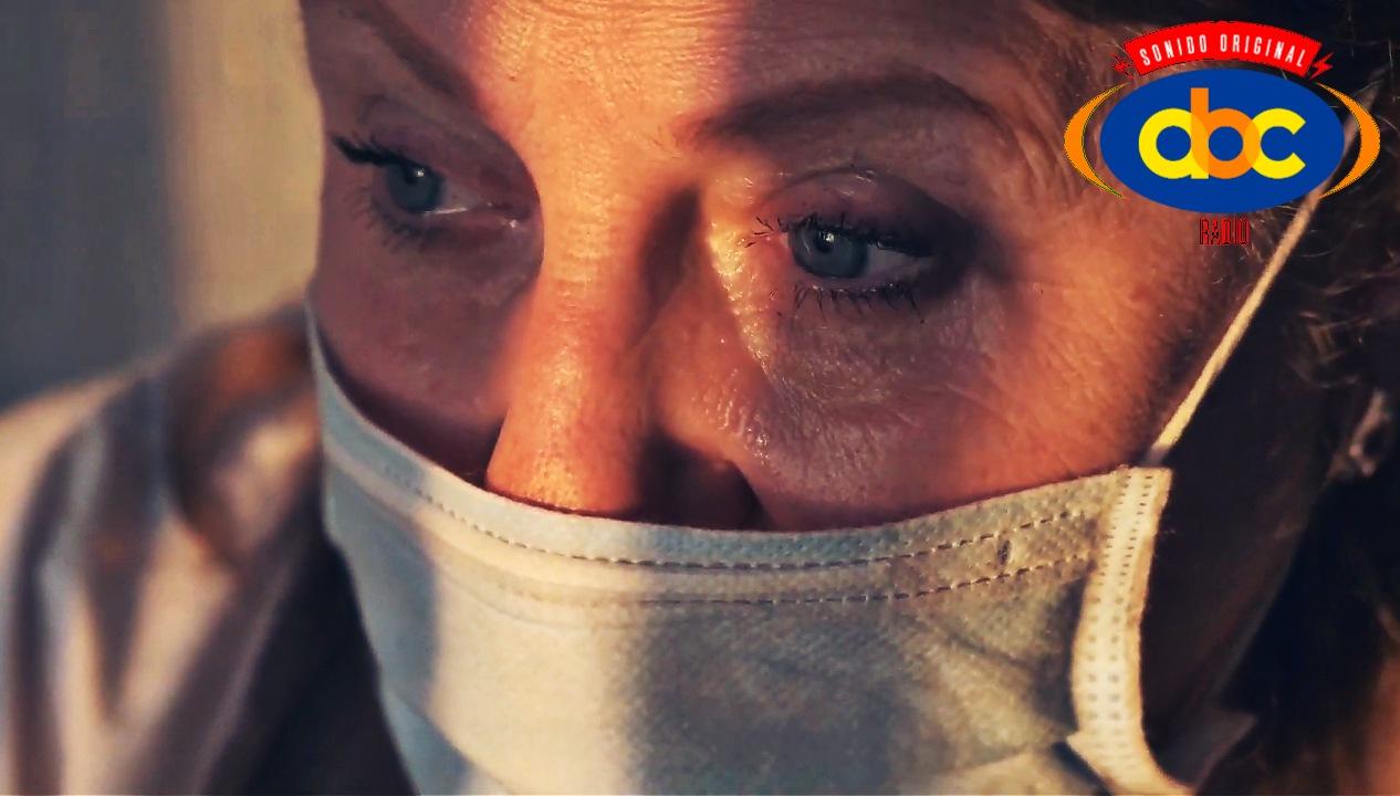 ¿Qué se debe hacer cuando hay una persona enferma de COVID-19?