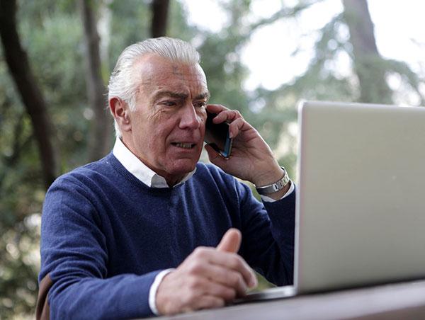 Adultos mayores participan cada vez más en redes sociales digitales: UNAM