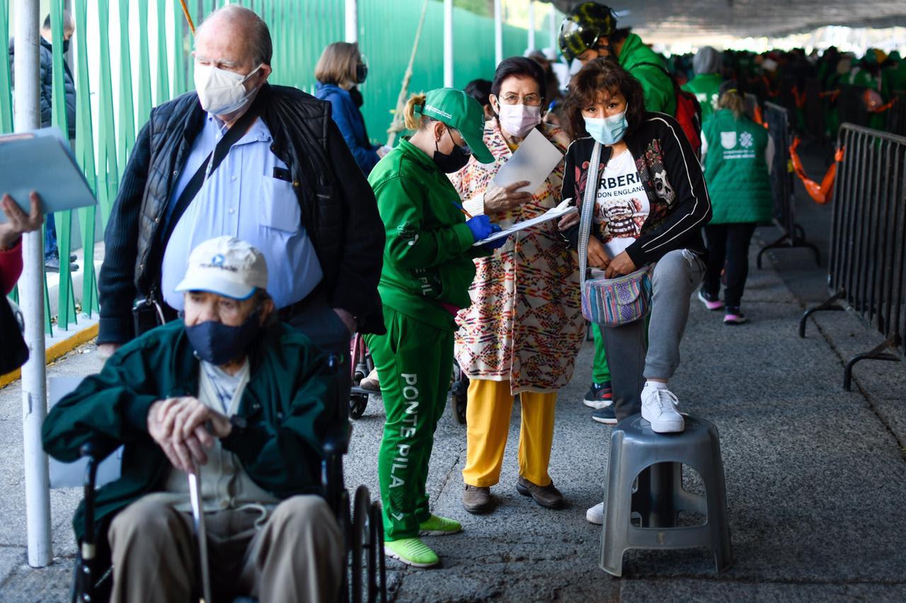 Reporta Gobierno capitalino 340 mil 926 adultos mayores vacunados contra COVID-19 en ocho alcaldías