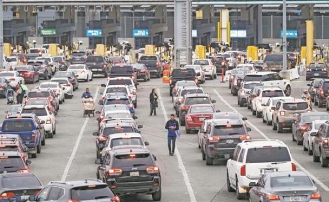 Gobierno de México anuncia restricciones al tránsito terrestre para actividades no esenciales en su frontera norte y sur