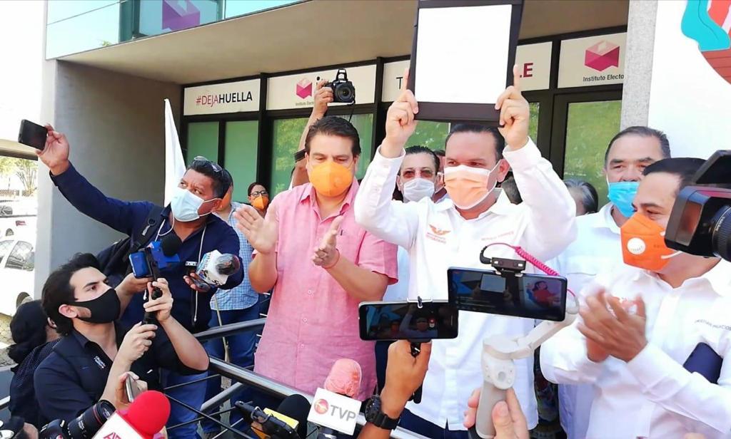 Se registra Sergio Torres Félix en el Instituto Estatal Electoral de Sinaloa