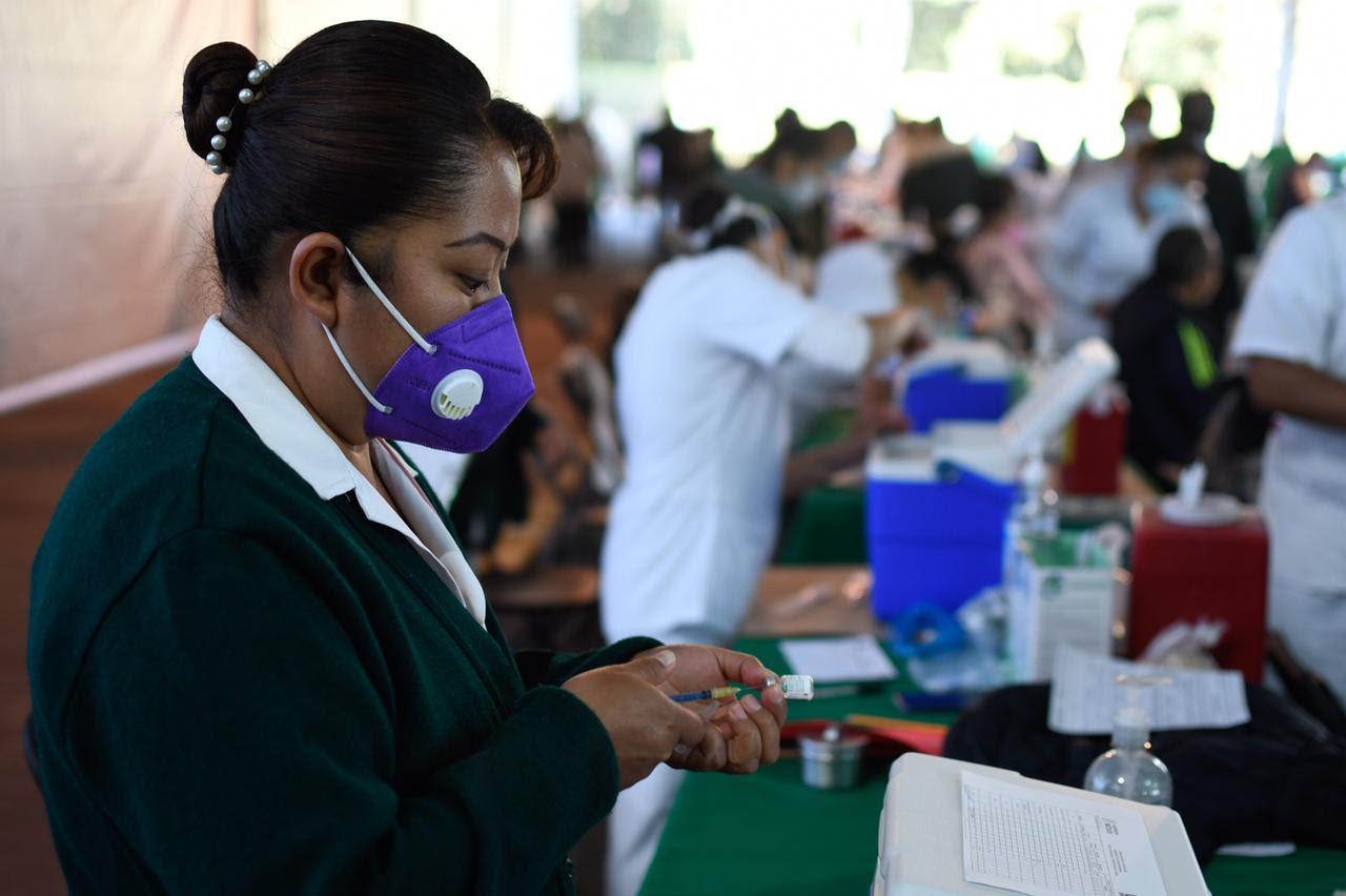Trabajadores agrícolas temporales mexicanos serán vacunados contra el COVID-19 en la provincia de Columbia Británica de Canadá