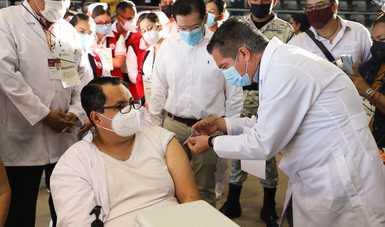 Continúa la jornada nacional de vacunación para personal educativo de escuelas públicas y privadas en cinco entidades más