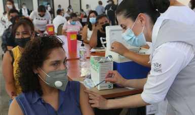 Vacunación contra el COVID-19 a adultos mayores y docentes no implica bajar la guardia