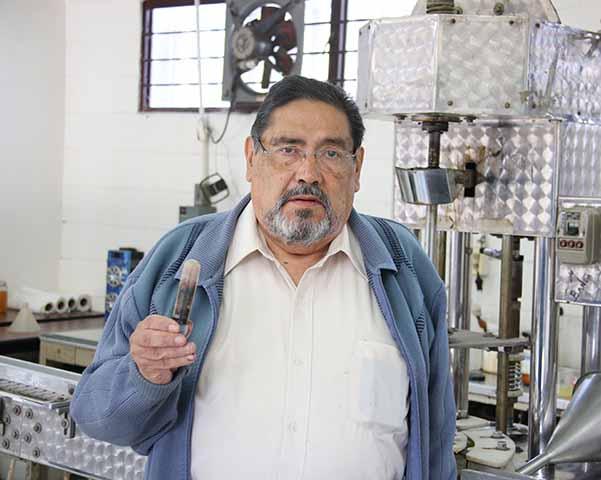 Entrega IPN al INE producción del pigmentador indeleble para la elección de 2021
