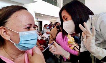 Reciben profesores mexiquenses vacuna contra COVID-19