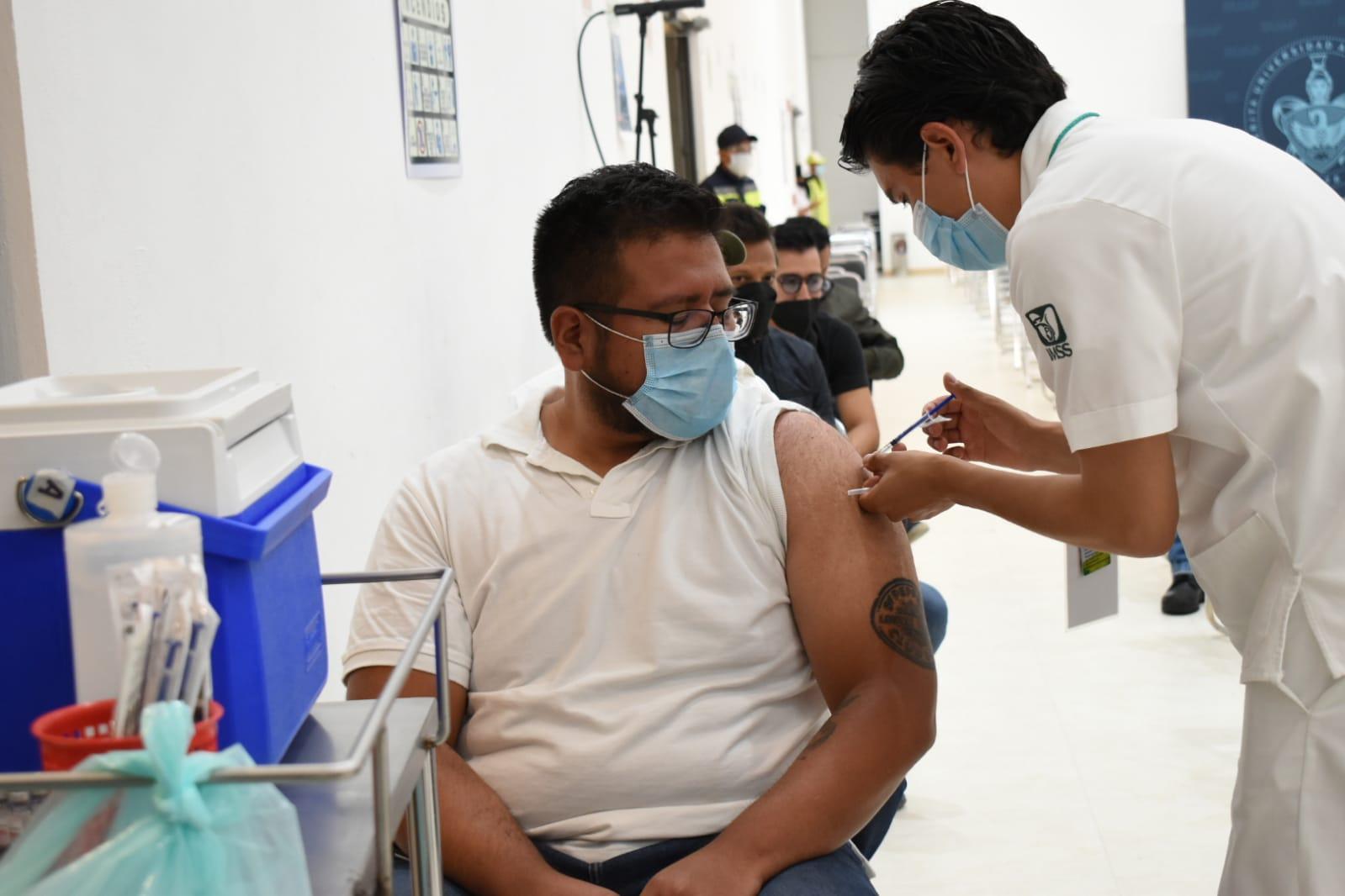 Hoy inicia vacunación contra COVID-19 para personas de 50 a 59 años y mujeres embarazadas en 41 municipios más del Estado de México
