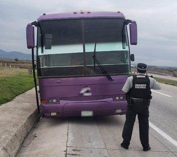 La Guardia Nacional y el INM rescatan a 57 migrantes que viajaban en un autobús de pasajeros con reporte de robo