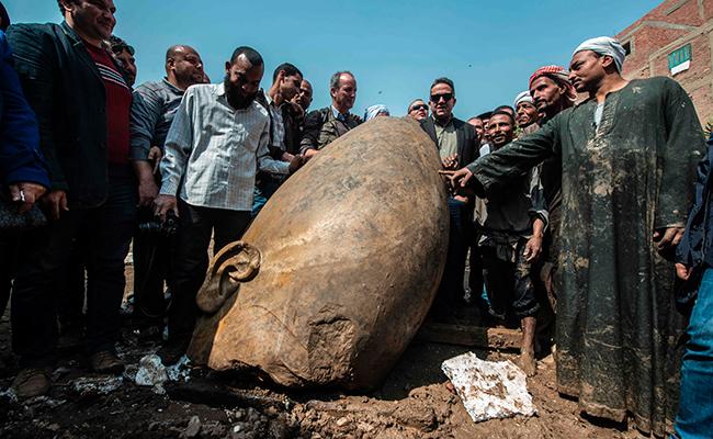 Hallan dos estatuas de faraones en El Cairo