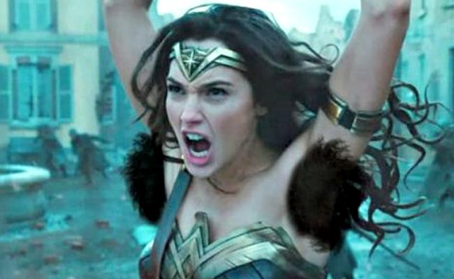 """Axilas de """"Mujer Maravilla"""" desatan polémica en redes sociales"""