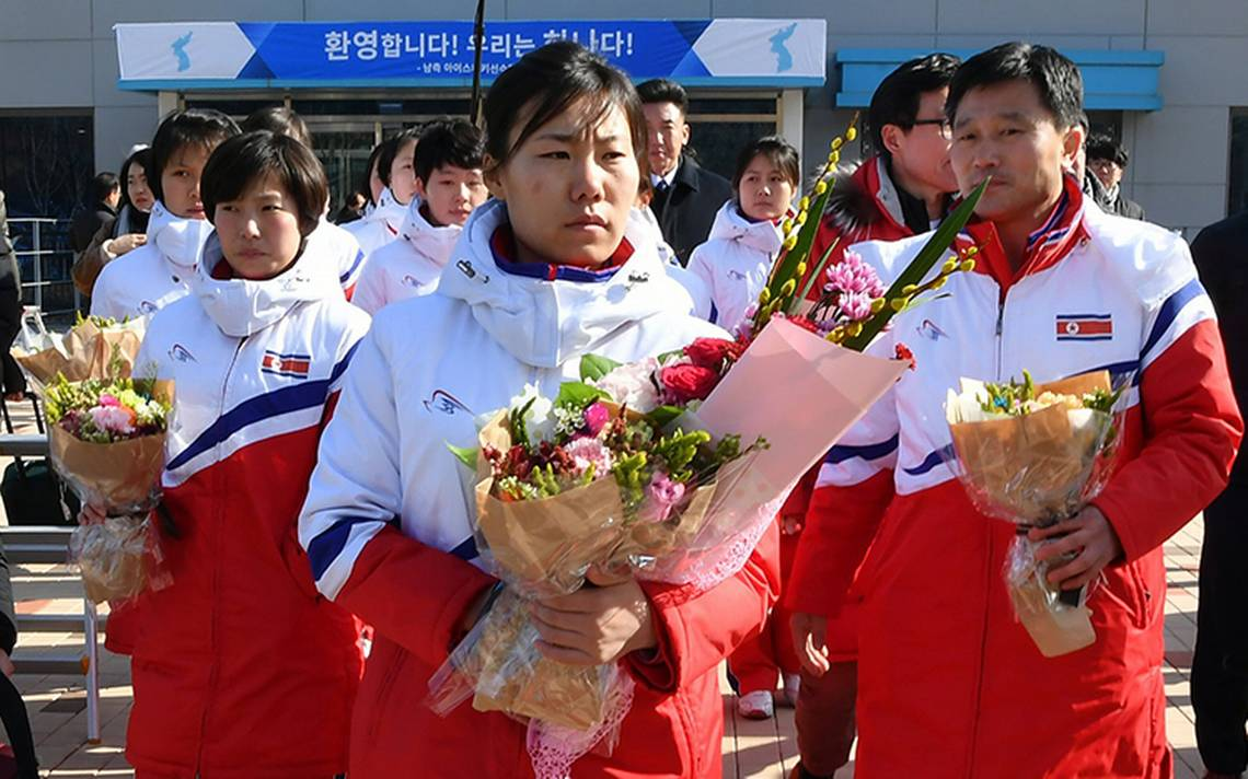 Atletas norcoreanos que participarán en los JJOO de PyeongChang llegaron a Corea del Sur