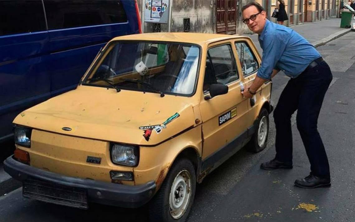 Fans polacos logran comprar un emblemático Fiat 126 para Tom Hanks