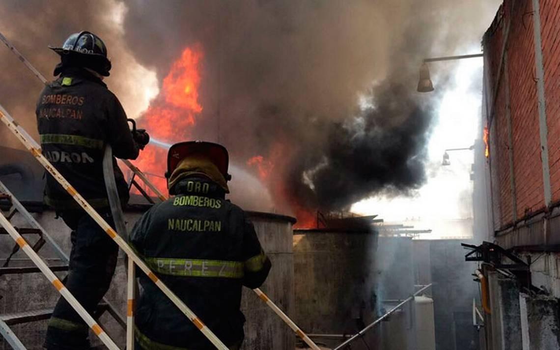 Se incendia contenedor industrial en Santa Cruz Acatlán, Naucalpan