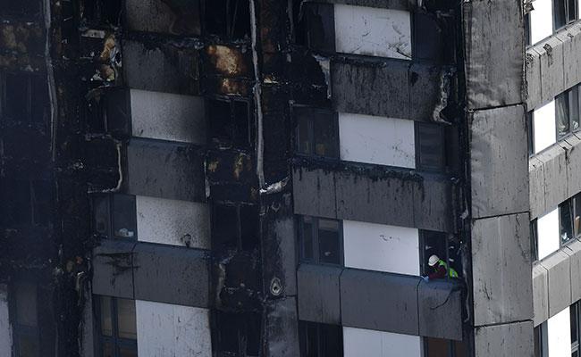 [Video] Policía eleva a 12 los muertos por incendio en edificio de Londres