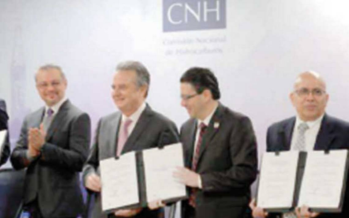 López Obrador suspendería subastas petroleras y regularía su exportación