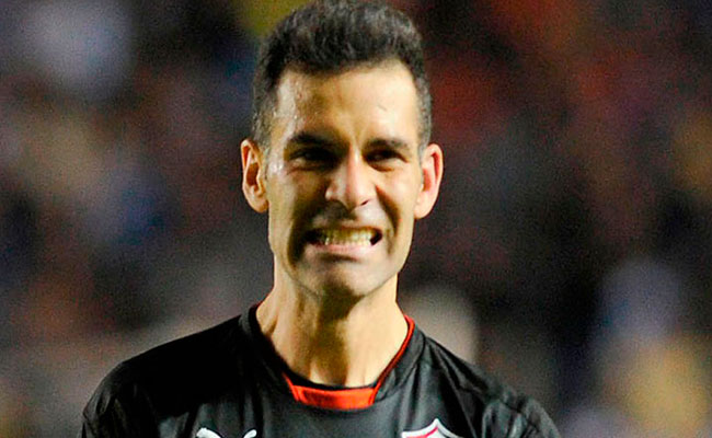 Operan con éxito a Rafa Márquez; comenzará rehabilitación