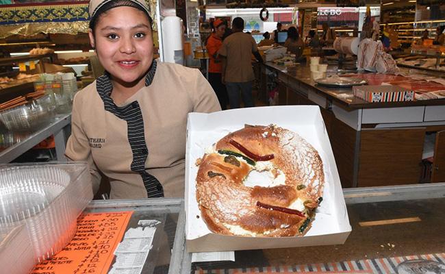 Tradición de la Rosca de Reyes en declive por aumento en precios de ingredientes