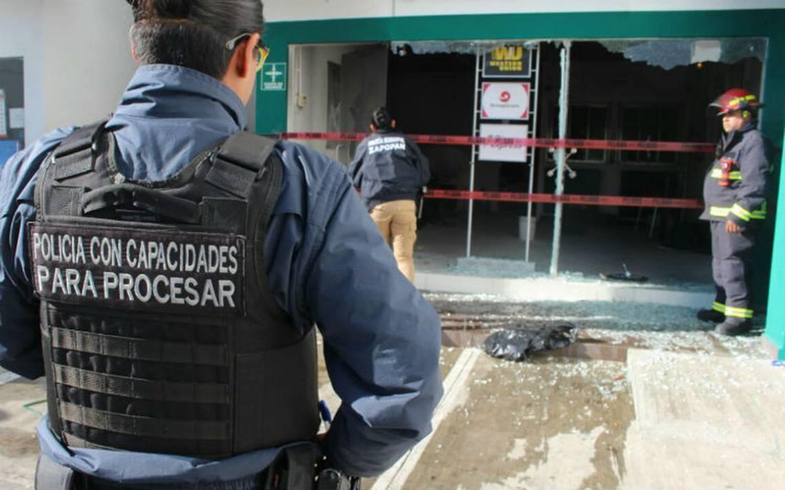 Asaltantes incendian sucursal bancaria en Zapopan