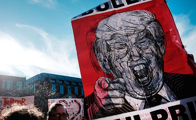 Retretes y condones marca Trump