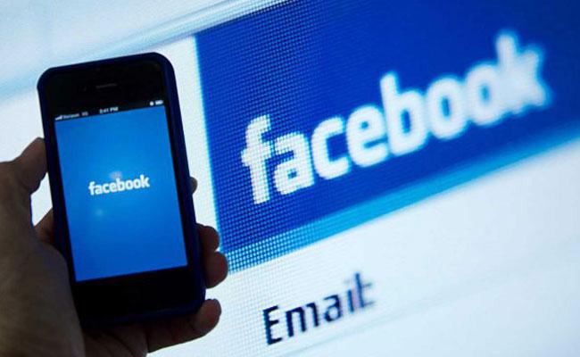 Unión Europea abre investigación contra Facebook por la compra de WhatsApp