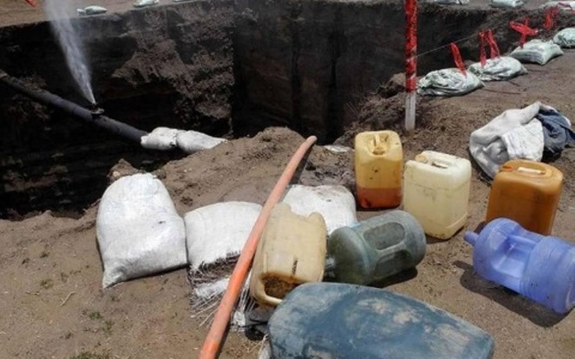 Huachicoleros provocan fuga de combustible en Acolman