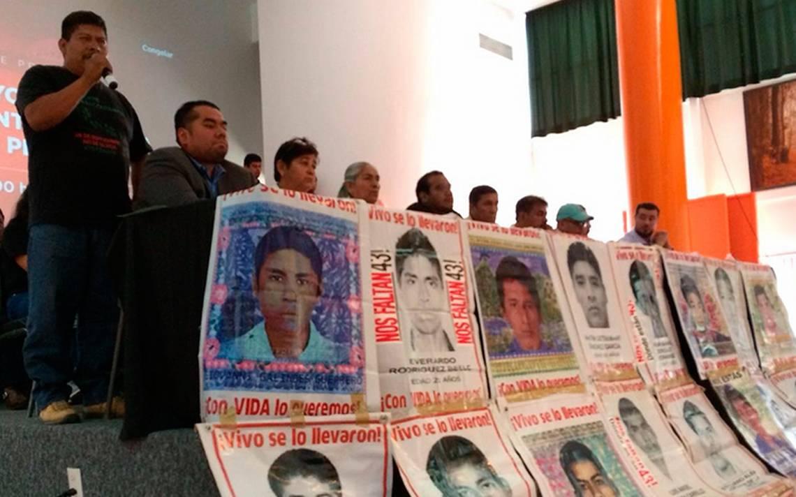 Padres de los 43 desaparecidos de Ayotzinapa confían en que AMLO les ayude