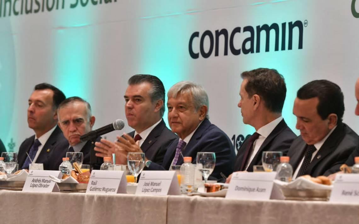 López Obrador promete bajar precios de la gasolina en tres años