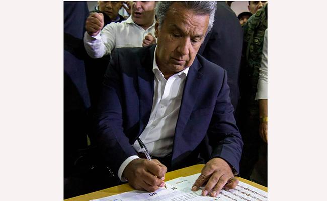 Ecuador va a segunda vuelta en elecciones presidenciales