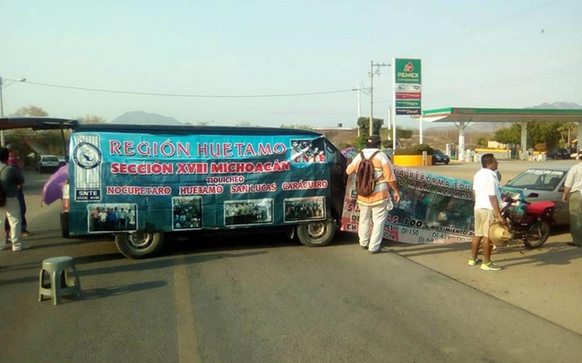 CNTE toma al menos siete casetas de Michoacán