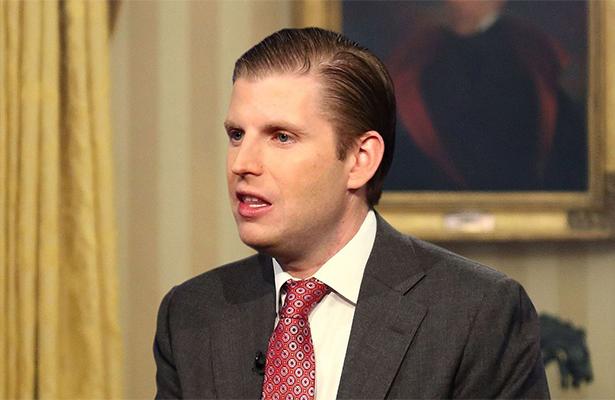 Eric Trump desvió recursos de fundación para cáncer a su padre: Forbes