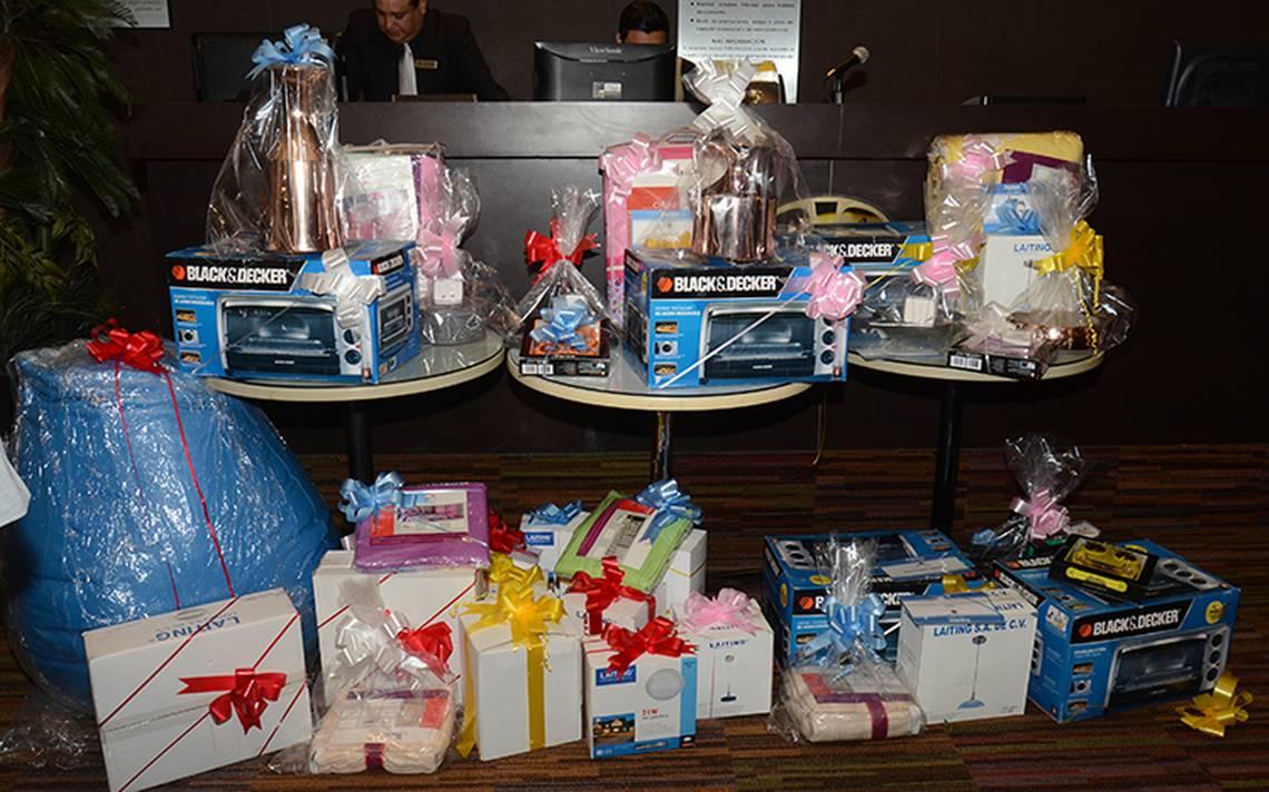Prohíben a burócratas aceptar regalos o dádivas