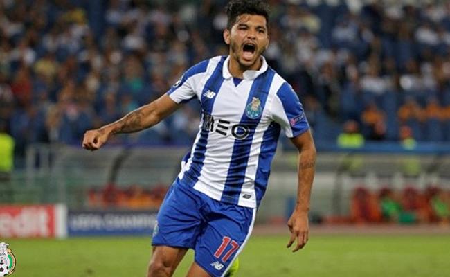 """""""Tecatito""""  Corona anotó el mejor gol de marzo en la liga de Portugal"""