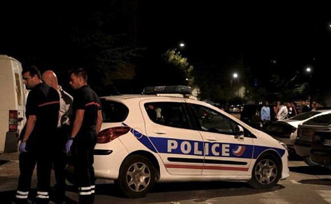 Tiroteo frente a mezquita de Francia deja saldo de ocho heridos