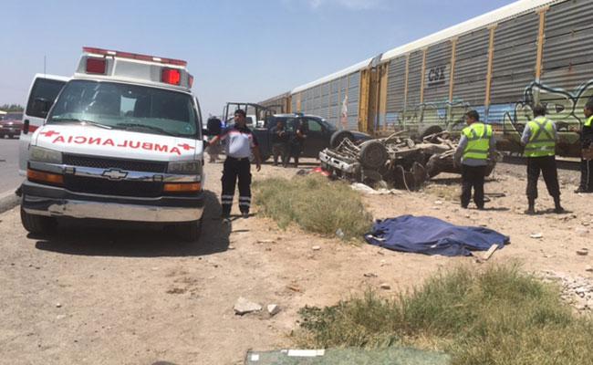 Tren embiste camioneta en Durango; hay 3 muertos