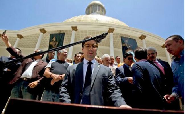 Parlamento venezolano destituirá a magistrados y anuncia protestas