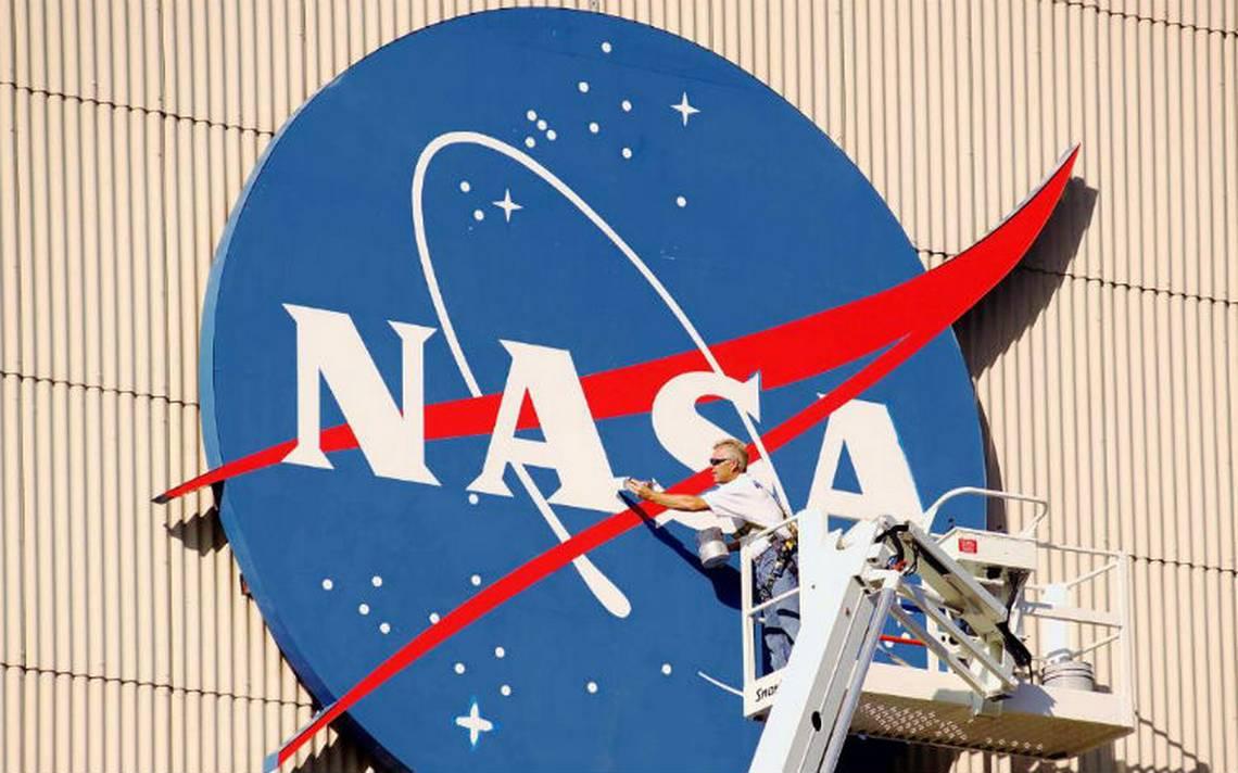 NASA cumple 60 años mirando al cielo con curiosidad y recelo