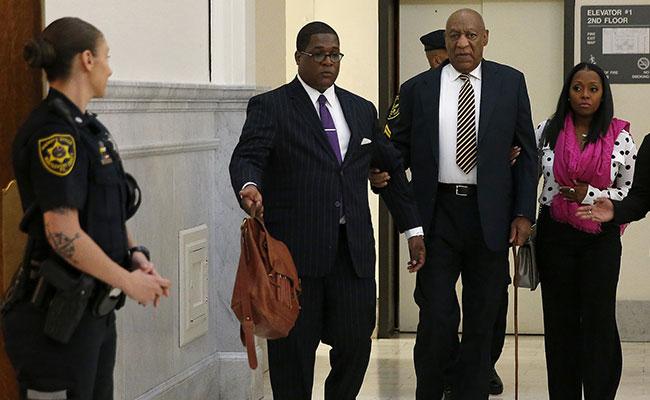 Cara a cara y con acusaciones mutuas, así arranca juicio contra Bill Cosby