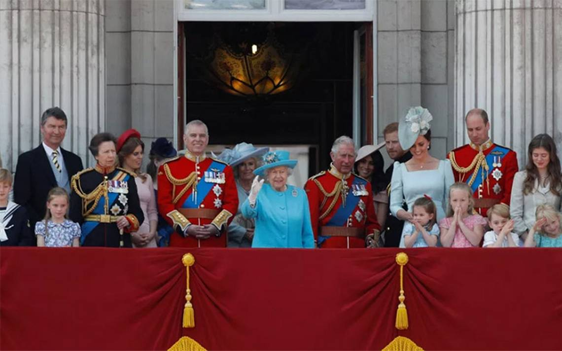 Reina Isabel II celebra su cumpleaños número 92 con ceremonia militar