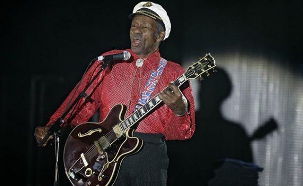 Admiradores del legendario Chuck Berry le dan último adiós