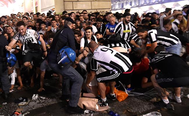 Estampida en Turín deja casi mil 500 fans de la Juventus heridos