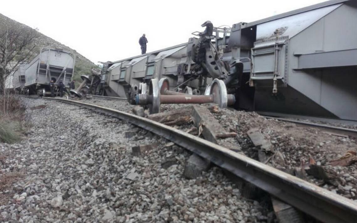 Provocan descarrilamiento de tren para saquearlo en Acultzingo